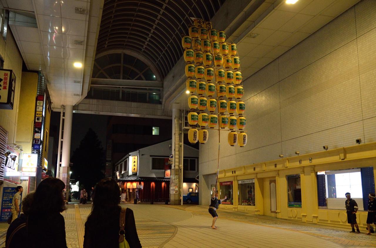 竿燈練習風景|秋田の夏の風物詩「竿燈」