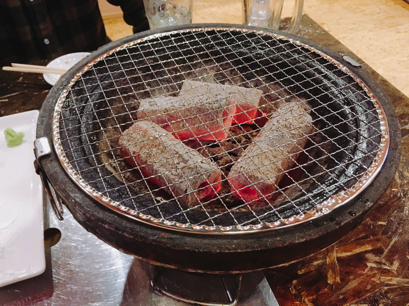 【北秋田市たかのすまち歩き】和牛がウマすぎて泣いた。威風DoDoの七輪焼き
