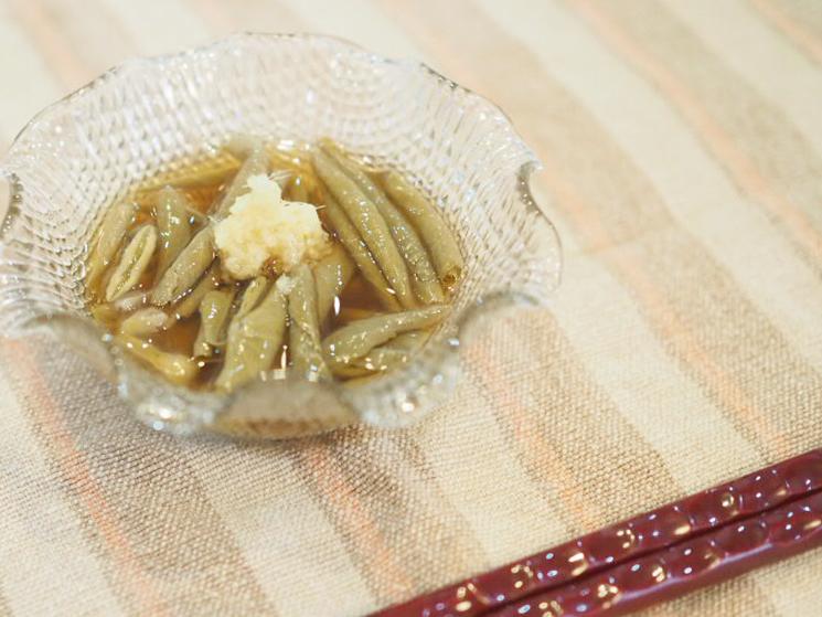 じゅんさいとゆずポン酢、おろし生姜を添えて。